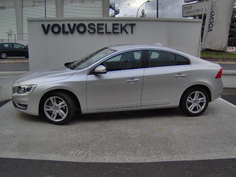 VOLVO S60 D4 190ch Summum Geartronic