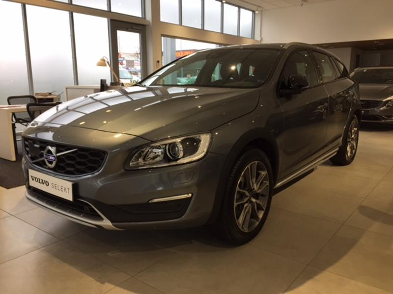 volvo v60 cross country d4 awd 190ch luxe geartronic elys e automobiles. Black Bedroom Furniture Sets. Home Design Ideas